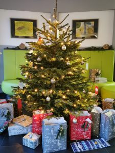 Christmas tree of p36 with presents